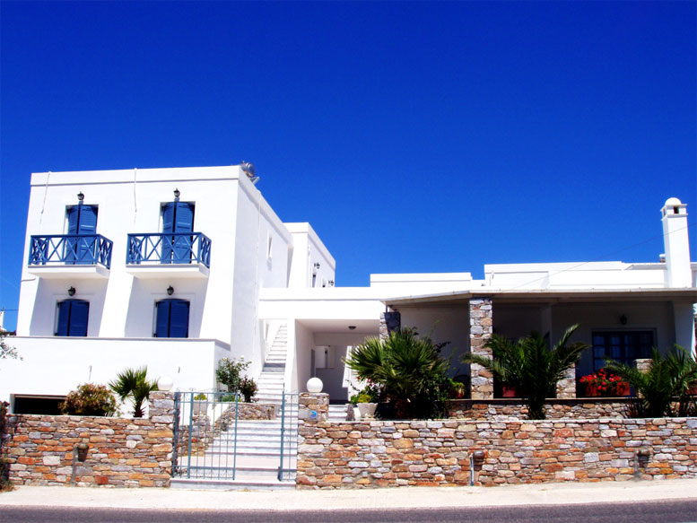 MANOS ROOMS & APARTMENTS  HOTELS IN  Megas Gialos SYROS CYCLADES