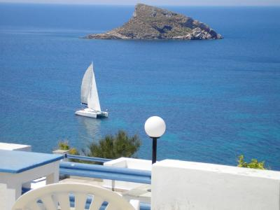 Whether you crave the serenity of Syros or the merriment of Mykonos, there's a Greek island – with fabulous food and views – waiting for you. By Joe Nick Patoski SPECIAL TO THE AMERICAN-STATESMAN Sunday, September 10, 2006 There are more than 2,000 isl...